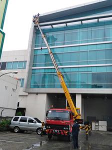 sewa mobil crane 24 meter